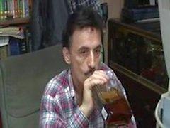 Espeluznante del viejo hombre del flequillo sobrinos amigo Hooker en el trasero