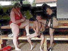 Super - sized dominas voorkeur magere mannelijke slaven