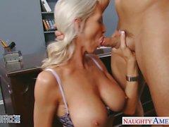 Blonde sexy d'Emma Starr obtient cloué dans le bureau
