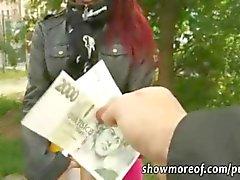 Roodharige amateur Tsjechische meisje anaal pik rijden voor je geld