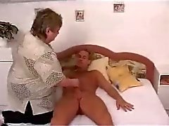 La abuela Maduritas Sexy follada sobre el Bed