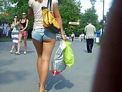Oekraïens meisje in minishorts
