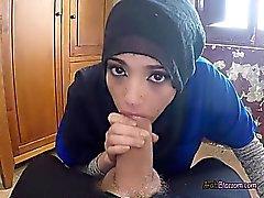 Pretty Arab Penelope Cum Enjoys Blowing Huge Cock