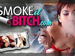 Classy milf op hoge hakken roken