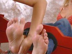 Solleticare i piedi di Jana Cova d'