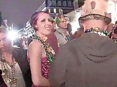 A campione dilettanti intermittenti in pubblico durante le del Mardi Gras