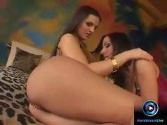 Eve Angel och Maria Belucci dildoing de hål i båda