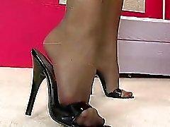 Stunning babe met mooie benen poseren