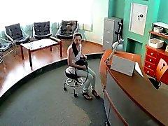 Pazienti sexy che scopato in sala d'aspetto nel ospedaliera falso