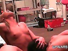 Mini boobed bisexual vaalea vittu nuolaisi vahva orgasmin