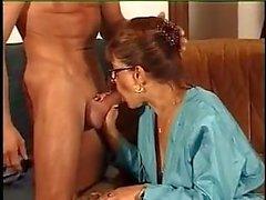 FRANSE RIJP N39 roodharige moeder met een jonge man