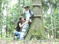 Un'avventura blowjob nel bosco