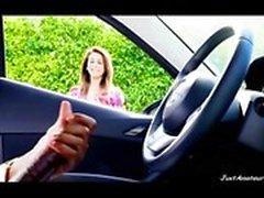 chica de flash BBC Dick viendo chico negro masturbándose en el coche