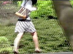 Aasian Teen parkbench pee