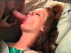 Ella ama a los hombres que se masturban sobre ella