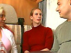 Duits meisje verleid door een echtpaar in een camper