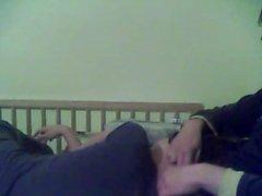 Enganando namorada enquanto dorme