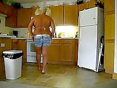 Berta in the kitchen becummin a meatloaf!
