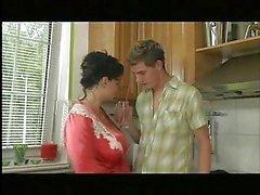 Grote tieten Mama Keuken Boner