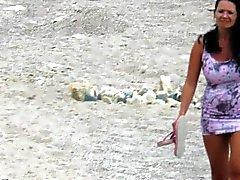 Precioso Amateur MILF Nude Beach Voyeur primer plano de gatito