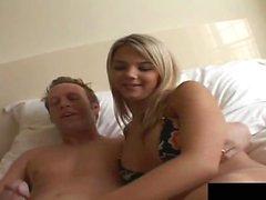 Ashlynn Brooke est superbe car elle est baisée à l'hôtel ...