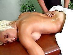 Jessica Lynn pau massageado