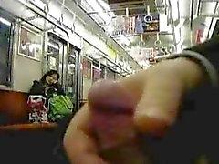 Een andere Openbare Masturbatie in een Japanse metro