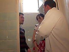 Hete schoolmeisje blowjobs in wc Anale diep op klaslokaal A75