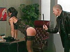 Dell'Ufficio slut sottomissione a sculacciate d'inferno