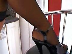 ALEANA KNOXXX - Big butt Cougar i strumpor