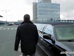 El atractiva rubia que están cogiendo Embajador En su limusina-asiansexhd