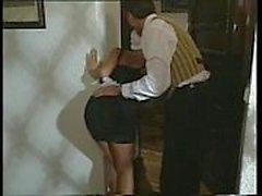 Sexy Blonde Maid joutuu kytkeä päälle sekä Dickin jäseniin kuuluvat by työkaverin