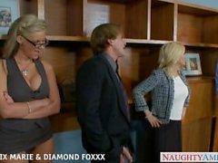 Blondes Phoenix Marie et Diamant Foxxx baise dans foursome