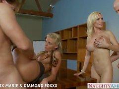 Blondinerna Phoenix Marie samt diamant Foxxx knull in kvartett