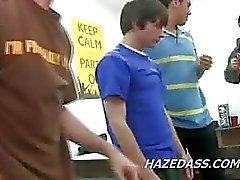 quarto faculdade do RAID conduz a actos sexo gay