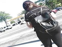 spanisches Mädchen der großen Beute im schwarzen Strumpfhosenpunkt 1