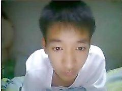 nuori thaimaalainen