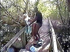 la esposa cornudo aficionado follar de BBC en el bosque