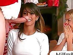 Santa ha catturato adolescenti e la Sesso con suocera compilazione e avuto rapporti 3some