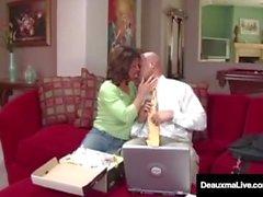 Naughty Wife Deauxma bekommt kostenlose Beratung für Sex von Tax Man!
