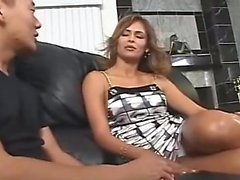 AMWF Latina Monique Fuentes interracial kanssa aasian kaveri