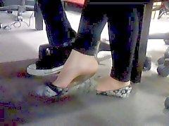 Sexy Aziatische Thaise candid voet bungelen