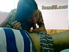 Desi Lovers indian che hanno divertimento in una camera villaggio - teen99 * COM