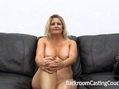 stora bröst blondin avsugning gjutning