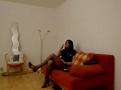 sandralein fumar no sofá na Polícia Outfit