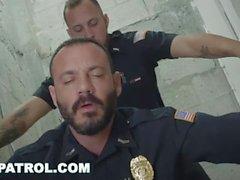 GAY PATROL - ебля белую полицию с шоколадом хер