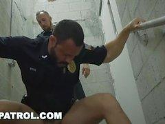 GAY PATROL - Vittu valkoisen poliisin kanssa suklaa munaa