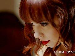 Ariel Rebel ist die perfekte Frau. Dieses schöne Mädchen liebt