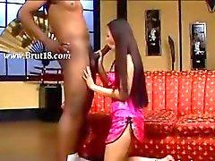 brutale orale seks met een zwarte man