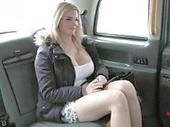 dilettante video porno amatoriali grandi tette pompino azione autisti di taxi